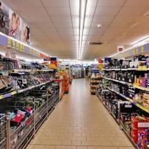 英語で「スーパーで商品の棚を案内する」シンプル英会話表現【音声つき】