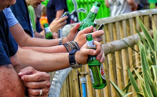 drinking-63494_640
