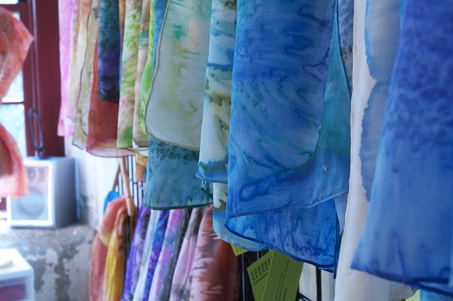 fabrics-954576_640