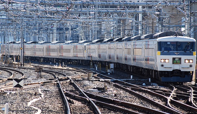 train-76723_640