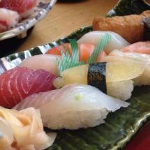 寿司ネタを英語で紹介できますか?