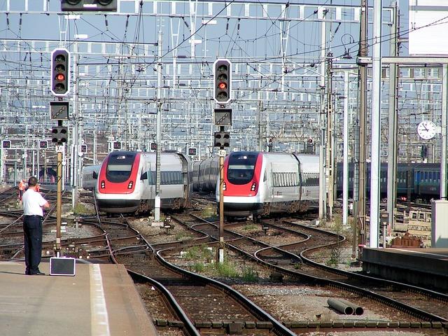 train-267266_640