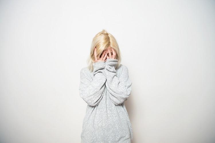 英語で「悲しい気持ち」の度合いとニュアンスを表現できる英単語