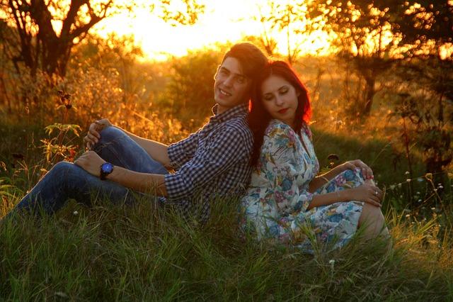 couple-915982_640
