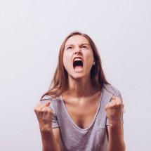 「怒り・イラ立ち・憤り」の意味・ニュアンスを英語で表現する言い方