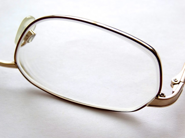 glasses-glass-452549_640