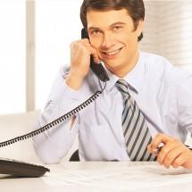 英語で「電話を取る」場合と「電話をかける」場合の基本表現集