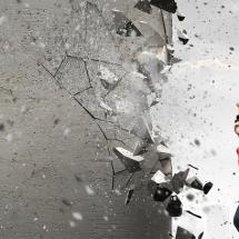 「壊す・破壊する」を英語で表現する動詞の種類と使い分け方