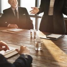 「提案する」を英語で表現する言い方、ビジネスシーンから日常英会話まで