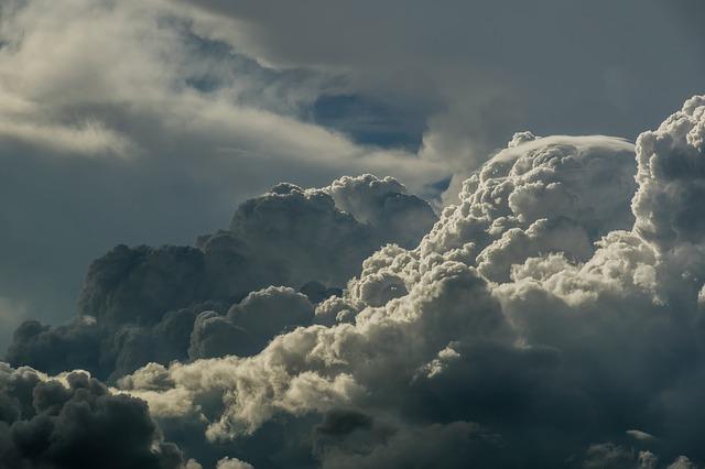 clouds-1571770_640
