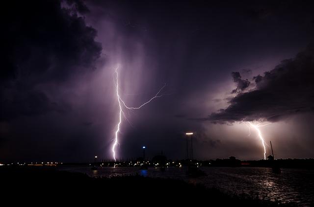 lightning-1625550_640