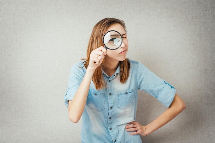 英語で「見る」を表現する look と watch と see の違いと使い分け方