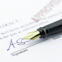 英語の「サイン」の書き方・使い方・求め方