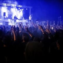 英語で「(音楽の)ライブ」は「コンサート」が正解