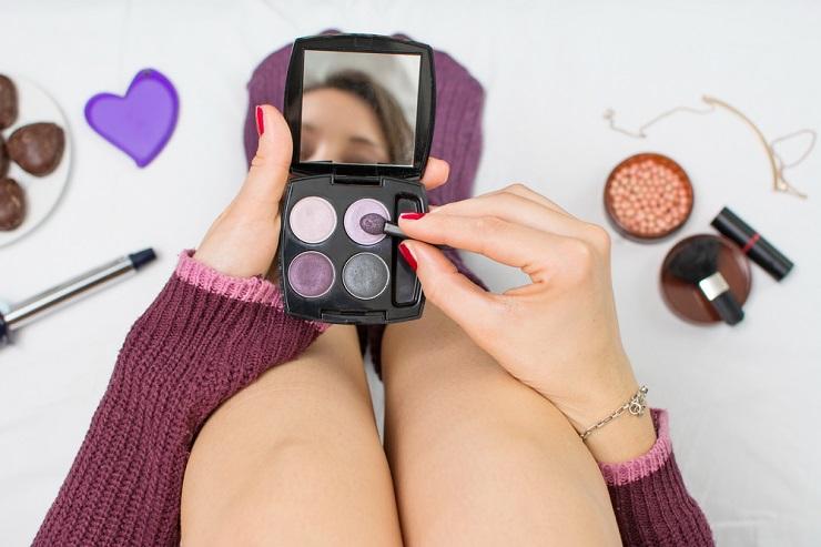英語の「お化粧」関連表現、メイク・すっぴん・化粧品の種類