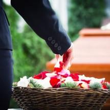 「命日」「葬式」「告別式」は英語でどう言う?