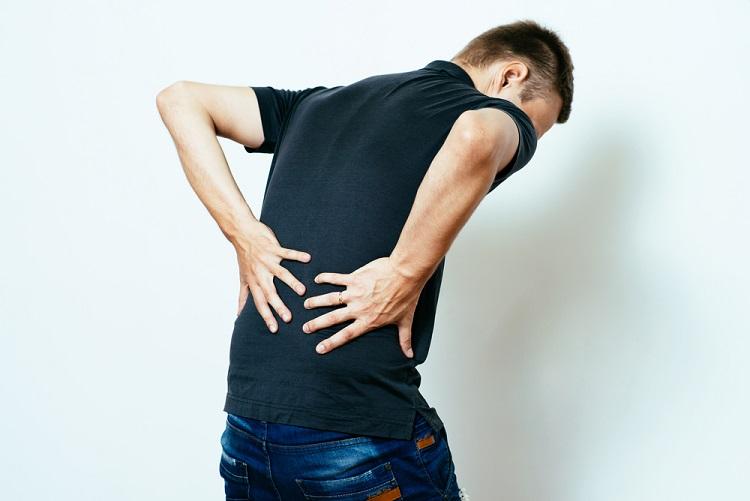 「背中が痛い」は英語でどう言う?「腰が痛い」は?